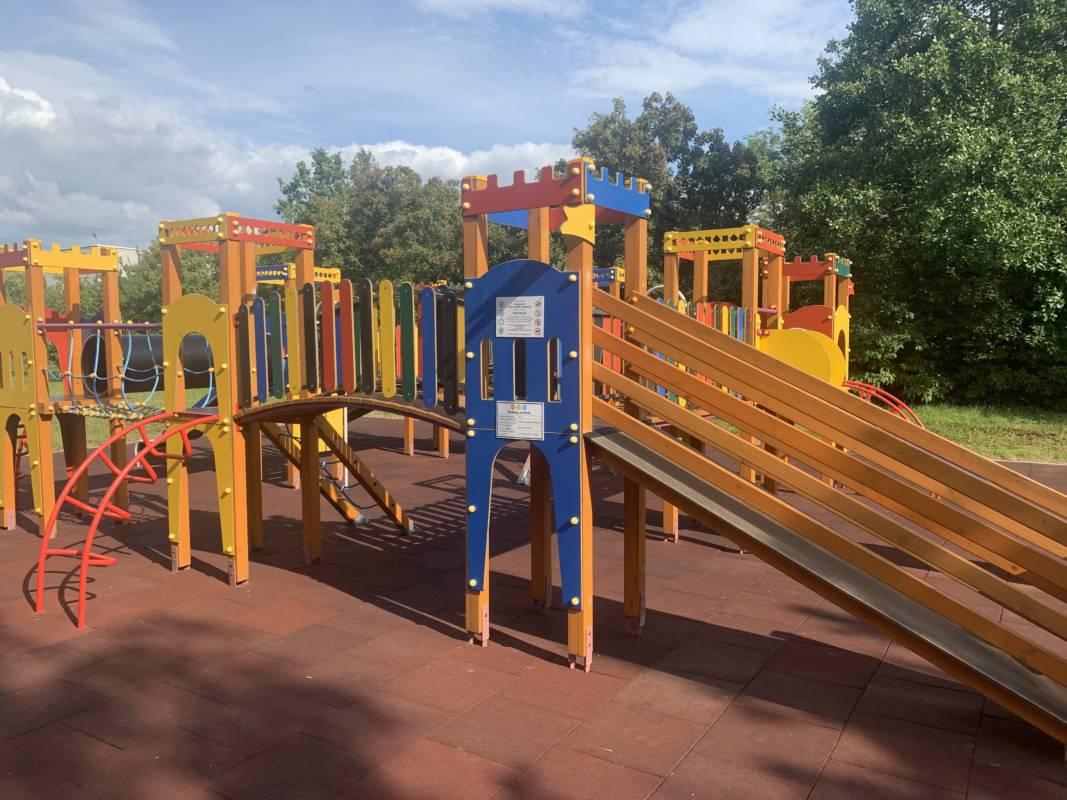 Playground-with-rubby-tiles-Metaloidas